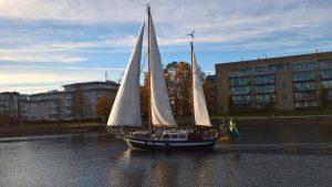 Vår nya vän Erik fotograferade oss när vi seglade ut från Halmstad