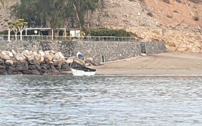 Flyktingbåt i ankarviken